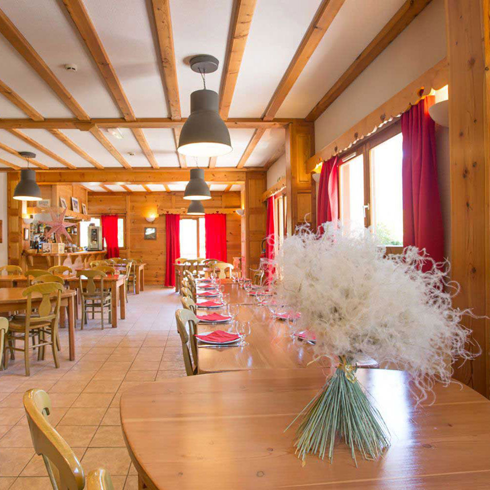 The restaurant of the hotel Echaillon in Nevache