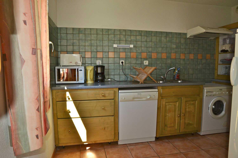 location-meuble-saison-appartement-echaillon-cuisine