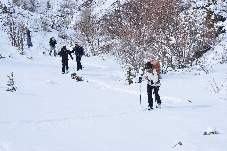 sejour-accompagne-hiver-groupe-en-raquettes