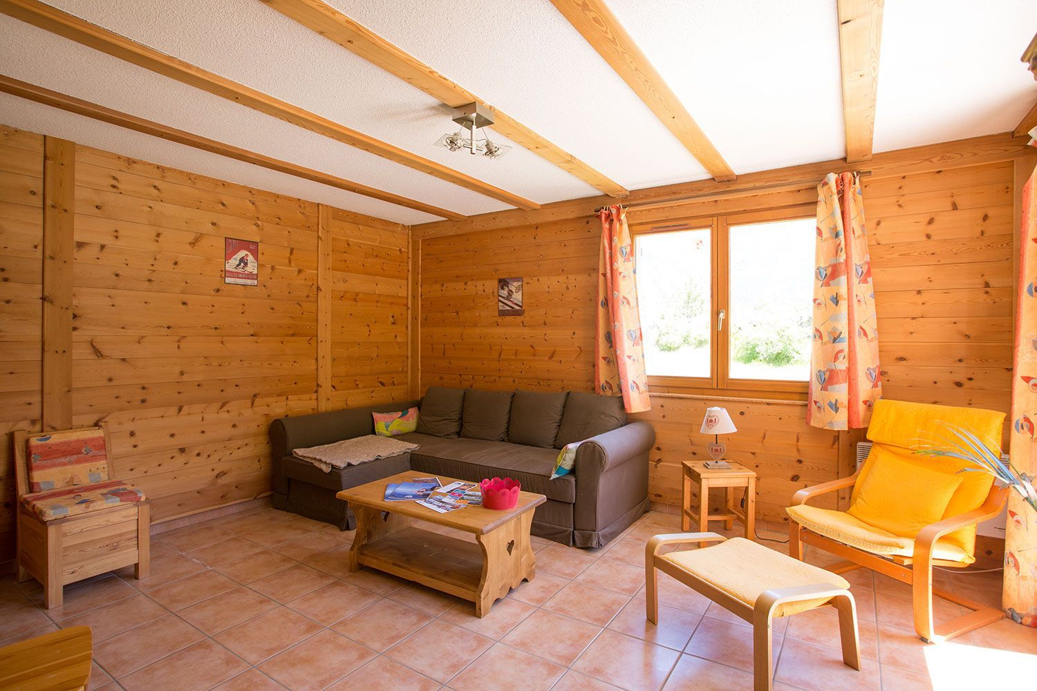 location-chalet-meuble-claree-nevache-salon